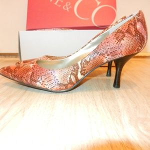 "Nine & Co JJKendri Pink & Brown Snake 2.5"" Heel 8M"